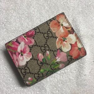 Authentic floral Gucci wallet for woman
